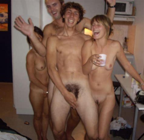 amateur strip couple jpg 920x895